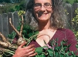 Getting Dirty: The Joy Of Growing Food In Your Own Backyard with Rachel Kaplan